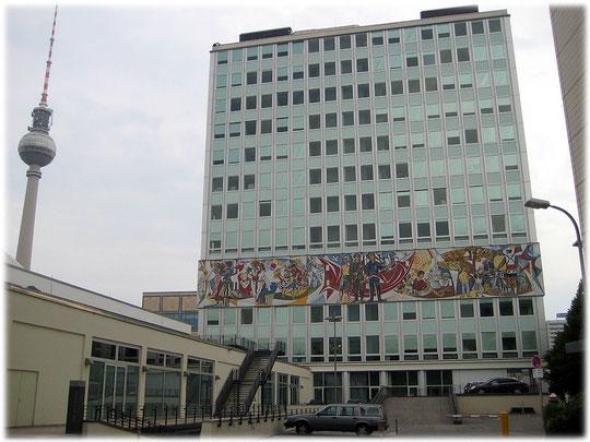 Bilder vom Haus des Lehrers am Alexanderplatz in Berlin. Bilder aus der DDR und interessante Fotos aus Ost-Berlin, der ehemaligen Hauptstadt der DDR.