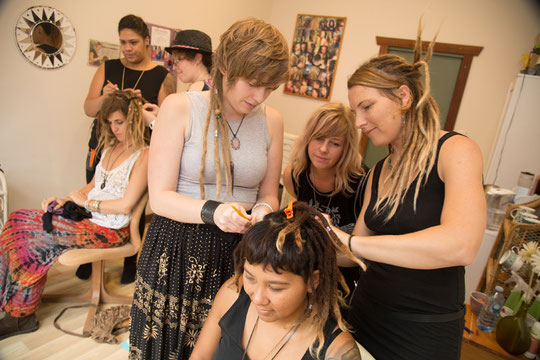 LEARN TO MAKE DREADLOCKS WITH DIVINE DREADLOCKS TRAINING