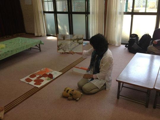 【明和会館】南向きの日の当たる広い畳のお部屋です。隣は小さなブランコのある公園です。
