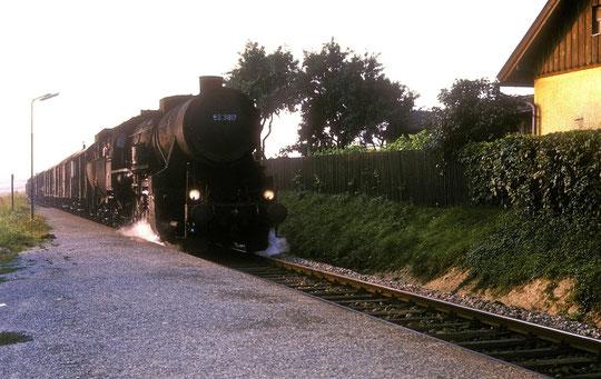 Hörersdorf 175: 52er Dampf-Lok beim Hörersdorfer Bahnhof am 12. Aug. 1975 - Foto von Hr. Brutzer