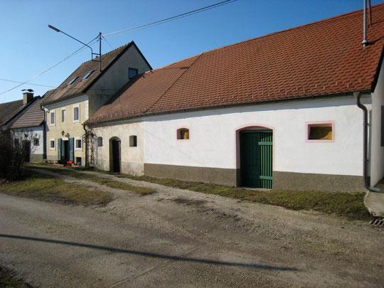 U. Kellergasse: Presshäuser v. Kroissenbrunner (2x),  Gerhard Baumgartner u. Otto Vogl-Proschinger