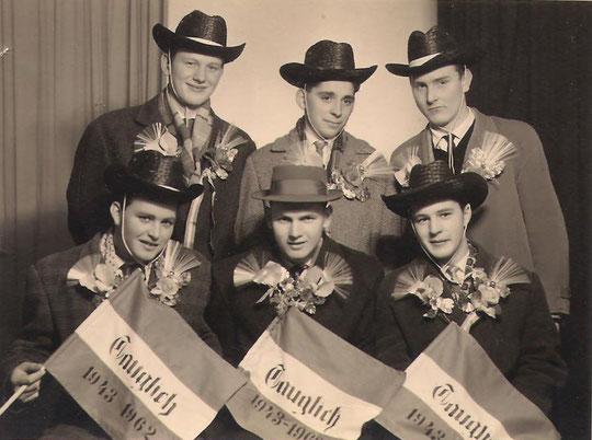 Jahrgang 1943/44: hinten: Herbert Schneider, Johann Strauß, Herbert Bittenauer; vorne: Franz Rossak, Eduard Hösch, Josef Wiedler