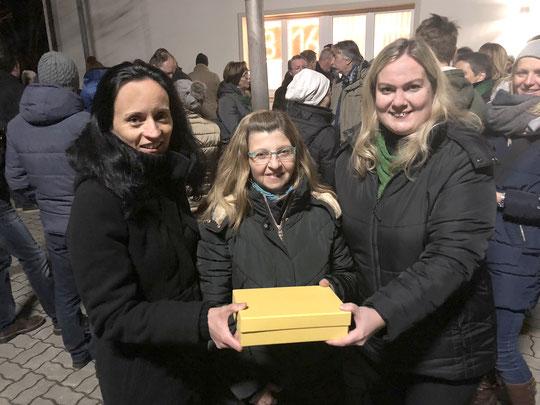 Beate Schmidt, Elisabeth Wegert und Andrea Böhm bei der Spendenübergabe
