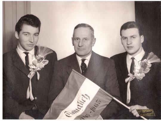 Jahrgang 1946: Karl Gahr und Alois Gschwindl mit Bgm. Josef Bößmüller (alte Hausnr. 80)