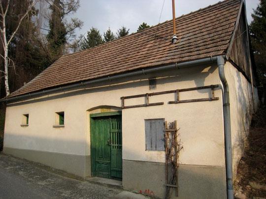 Maria Bründl-Weg - Presshaus mit Baumpresse von Aloisia Bogner