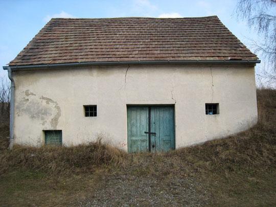 Boentweg - Presshaus mit Baumpresse (1848)  und originalem Gaitloch von Theresia Strebl