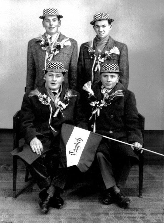 Jahrgang 1941: hinten: Johann Schießer, Leopold Zieger; vorne: Franz Böck u. Franz Fritz