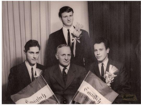 Jahrgang 1949: Johann Bößmüller, Johann Schneider u. Josef Bößmüller mit Bgm. Josef Bößmüller