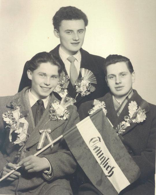 Jahrgang 1938: v.l.n.r.: Alfred Salzmann (damals Knecht b. Bösmüller alte HausNr. 33), Josef Weiß (Nr. 63) und Gottfried Steingassner (Nr. 62)