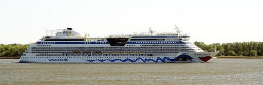 AIDA diva kehrt wieder zurück in den Hamburger Hafen.