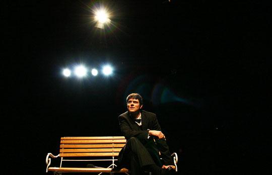 """Benedikt Selzner in """"Mario und der Zauberer"""" (Thomas Mann) // Theater der Stadt Heidelberg"""
