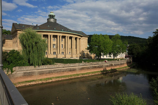 Regentenbau + Saale. Coyright: Bayer. Staatsbad Bad Kissingen GmbH