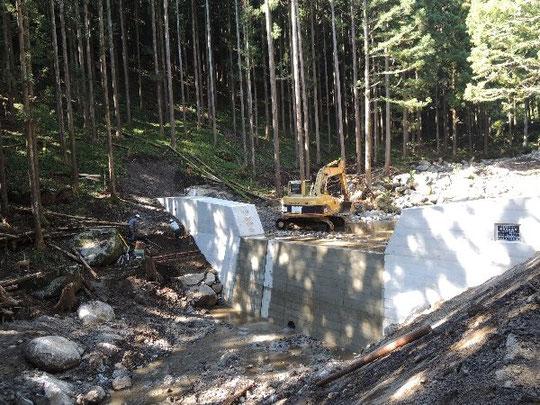 砂防堰堤も最後の土留め工