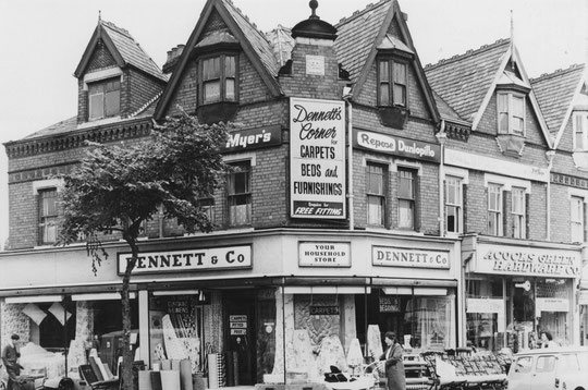 Dennett's corner in 1966, showing the original facade, just before they extended the roofline along Oxford Road (Birmingham Libraries)