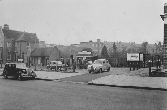 The garage between the 1929 cinema and the 1932 New inn, taken in 1957 (Birmingham Libraries)