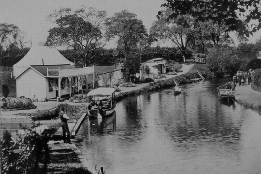 Looking west towards the bridge, showing waterside buildings, c. 1914 (Colin Scrivener)