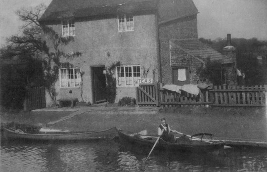 The Dyer's cottage. The family hired out boats until 1949/50. (Sheila Atherton)