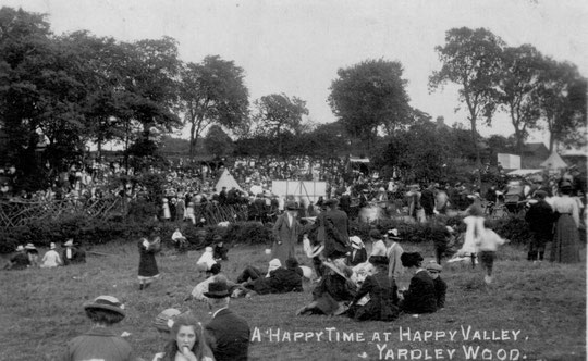 Crowds at Happy Valley (Barrie Geens collection)