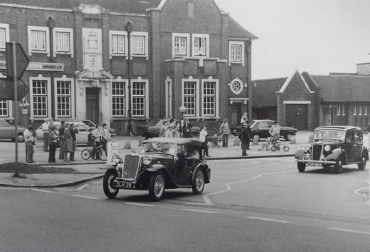Vintage cars pass the New Inn, 1970s (Mike Wood)