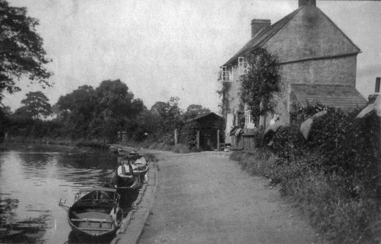 William and Mary Dyer's cottage west of Yardley Wood Road. The boathouse is beyond the cottage. (Sheila Atherton)