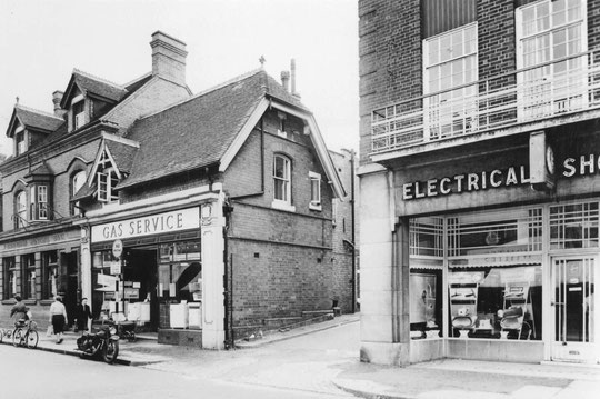 The Birmingham Municipal Bank,  and former Corporation Gas and Electric in 1961. The two utilities were nationalised after the war. (Birmingham Libraries)