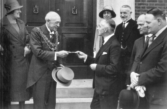 The architect, J.F. Osborne, hands over the keys to the Lord Mayor, Alderman J.B. Burman