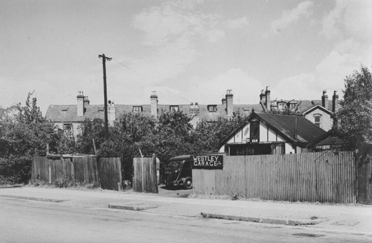 The Westley Garage, next to number 109, in 1952 (Birmingham Libraries)