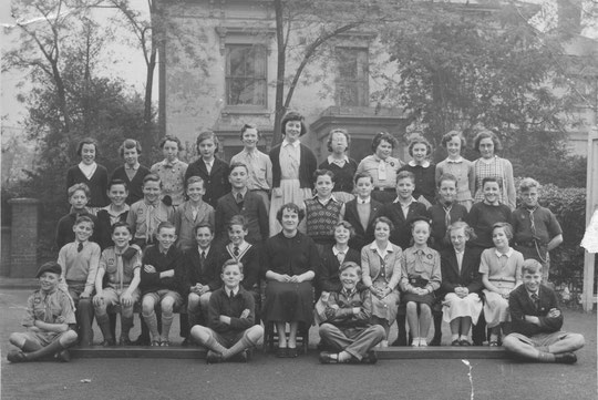 Holy Souls Seniors at the school's annexe at the Public Hall/Parish Hall 1955 or 1956. Thanks to Sally Saunders née Chance for this photo.