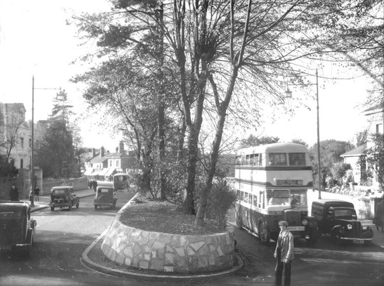 The recently widened Warwick Road, c. 1938. The central reservation was removed in 2015. The Catholic church property boundary was at the reservation before the work was done. Almost everything visible here has gone (Mike Wood)