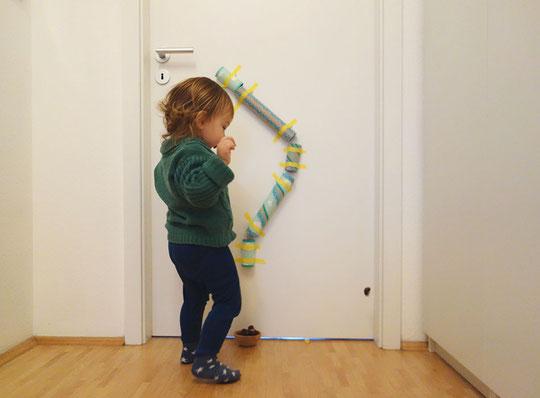 Manchmal kann es so einfach (und günstig) sein... Auf ekulele findest du ein toller DIY für die Kleinen.