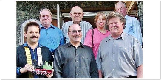 2001: Die Gründungsmitglieder von hinten links: Siegfried Wolf, Josef Gotschal, Hildegard Mürdter, Wolfgang Geipel, vorne Jürgen Arnold, Jens Czernotzky, Gerhard Mürdter