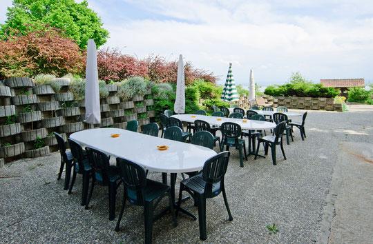 La terrasse pour prendre les repas durant les beaux jours (© YL)