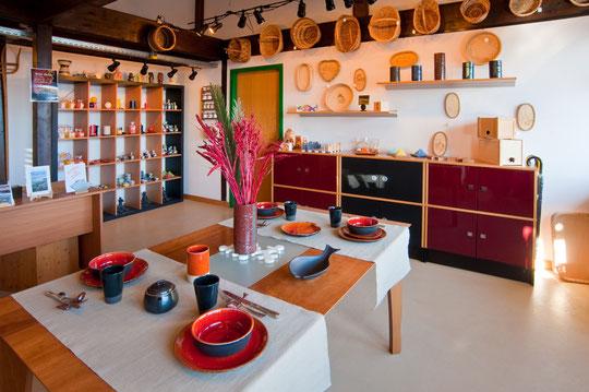 Présentation des produits des ateliers dans la boutique du Devens (© YL)
