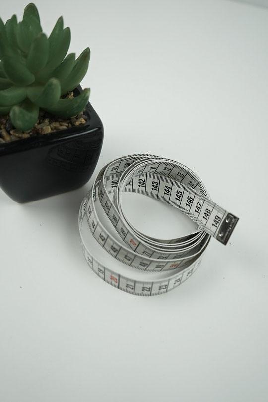 massband-messen-schneidern-naehen-handmass
