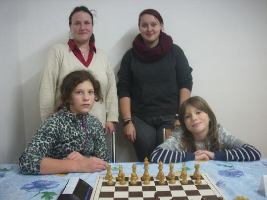 Unsere 2.Frauenmannschaft: vorne Sonja und Maja Wallrabenstein, dahinter Dr. Katrin Hanka und Evelyn Miemelt