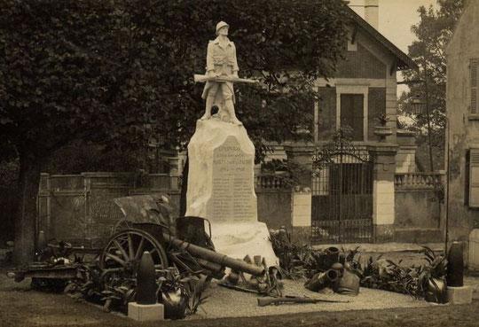 Monument aux Morts de Coupvray à son inauguration.