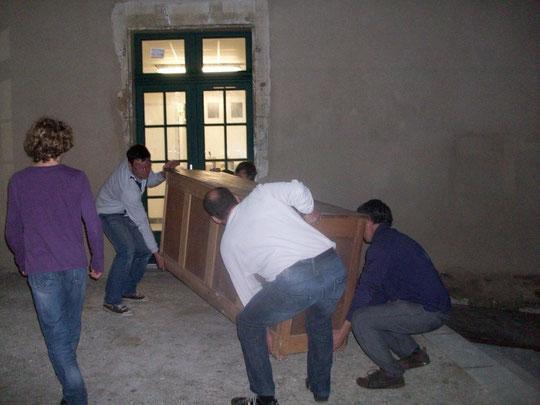 Le déplacement des meubles de métier.