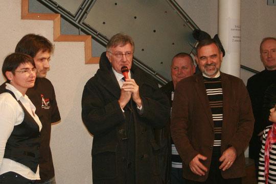 De gauche à droite: Corinne et Christophe MOREAU, Monsieur BON, conseiller général, et Mr AUBINEAU, maire de Foussais.