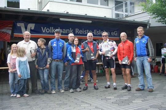 .li. n. re.:Jessica u. Denise Materne, RTF Wart Günter Schmidt, Kevin Materne, Christoph Mönig, Bernd Materne, Susanne Frenzel (SPD Eslohe)
