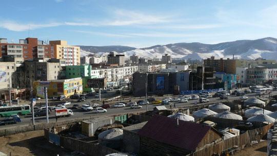 Tout pres du centre ville de la capitale, les yourtes cotoient les buildings