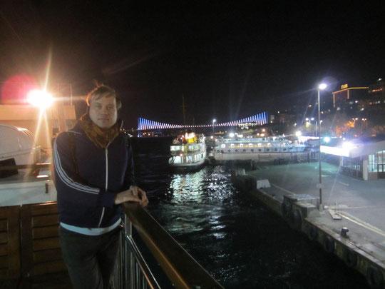 Im Hintergrund die Bosporus-Brücke