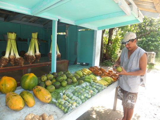 Obsthändler am Straßenrand