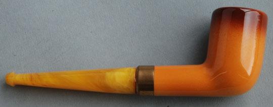 Baronite pijp, lengte ca 13 cm, kop ca 4,5 cm hoog. 'Goedewaagen' en'Made in Holland' op het koperkleurige buisje