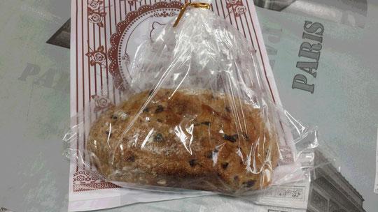 Du pain aux noix et raisins, fait maison. Miam!