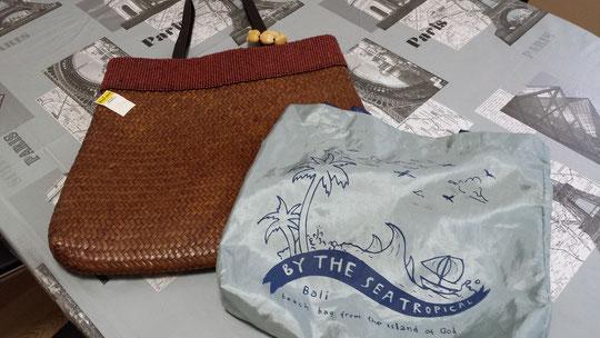 2 sacs de Bali, 1 pour la plage et l'autre pour les courses