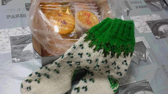 Des senbeis aux oursins et au miel, une paire de chaussettes pour avoir bien chaud aux pieds l'hiver.