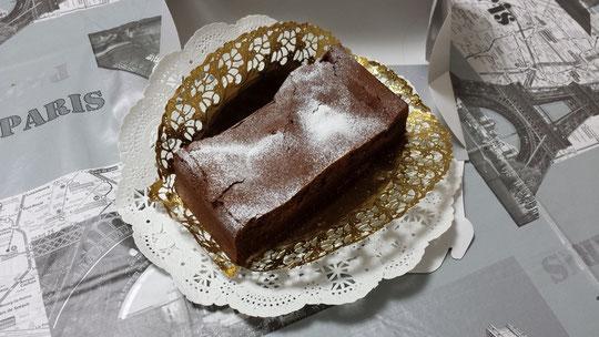 Un gâteau au chocolat fait maison