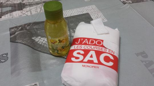 Souvenirs de France : du gel douche Yves Rocher au citron et au basilic et un sac éco pour faire les courses de chez Monoprix