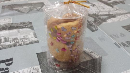 Des sablés en forme de chat, de coeur, etc, confectionnés par mon élève de 4 ans