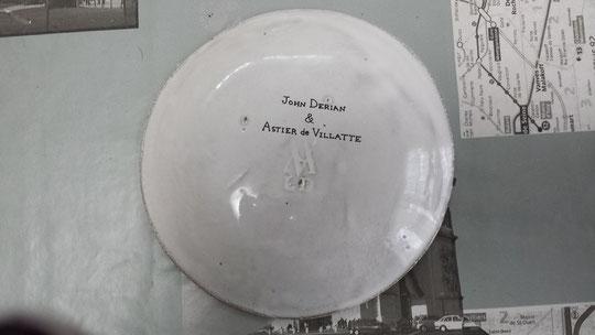 Une assiette porte-bonheur de l'atelier de Villatte made in France